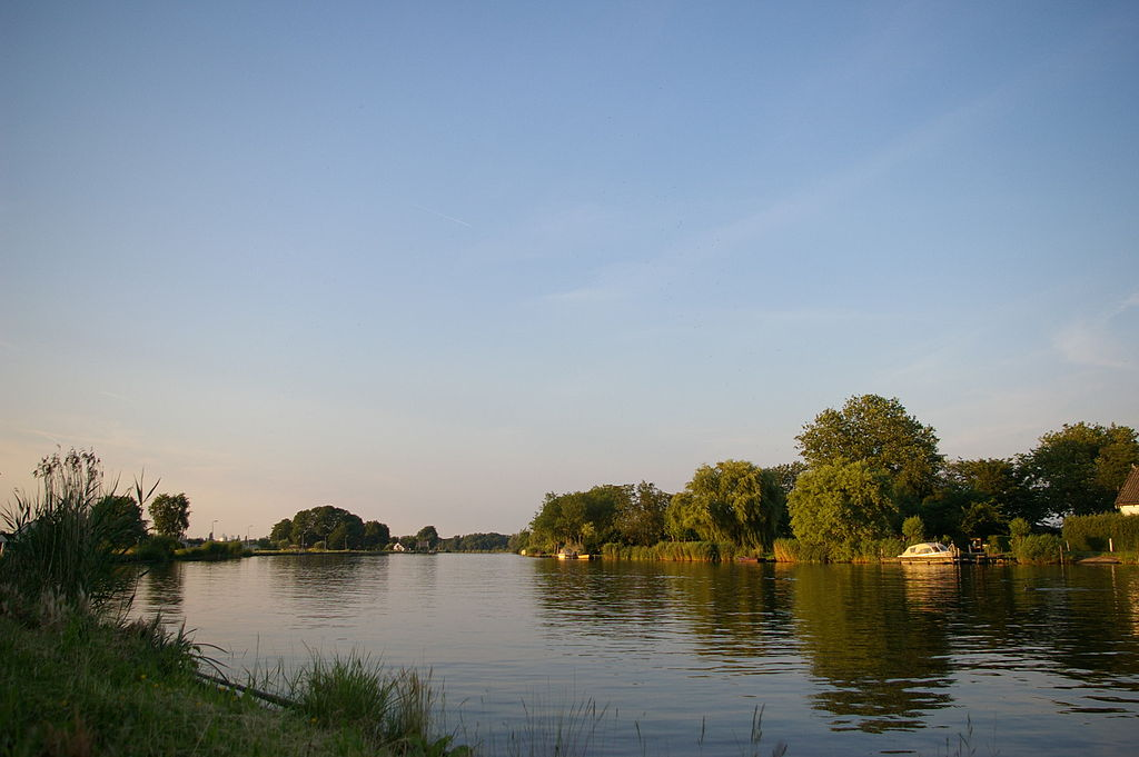 photo-of-amstel-river-walking-hiking-route-near-amsterdam