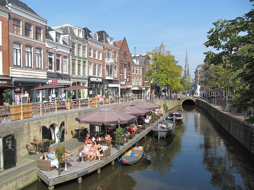 buildings-and-restaurants-along-a-canal-in-leeuwarden