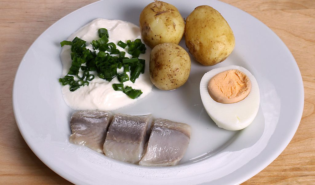 1024px-Midsummer_pickled_herring