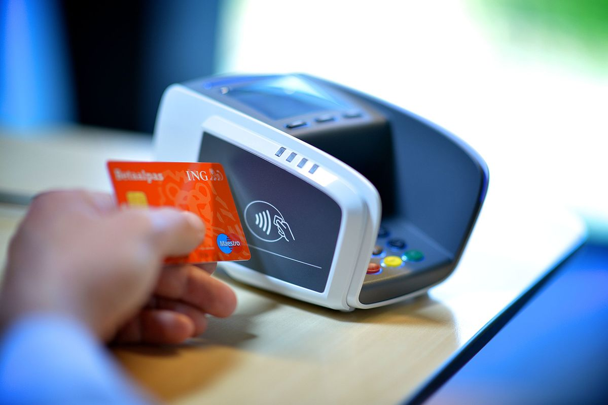 Maestro debit card and card reader