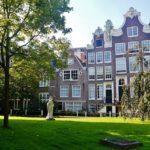 1280px-Amsterdam_Begijnhof_04