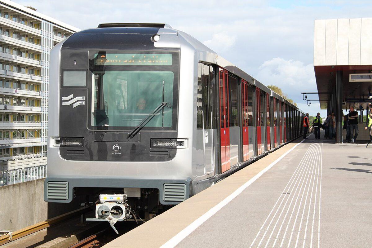 NS-train-in-Amsterdam