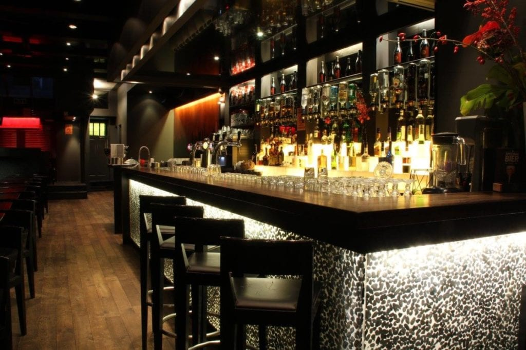 Barney's Uptown, a smokers bar in Amsterdam