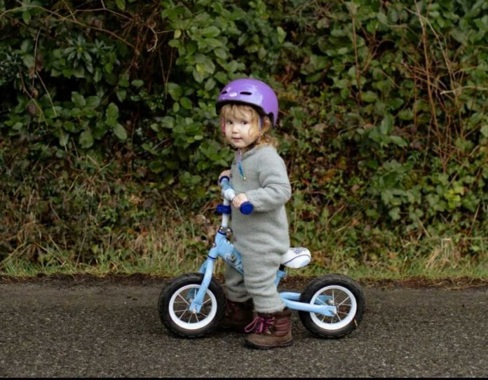 Photo-of-little-girl-cycling-the-Netherlands