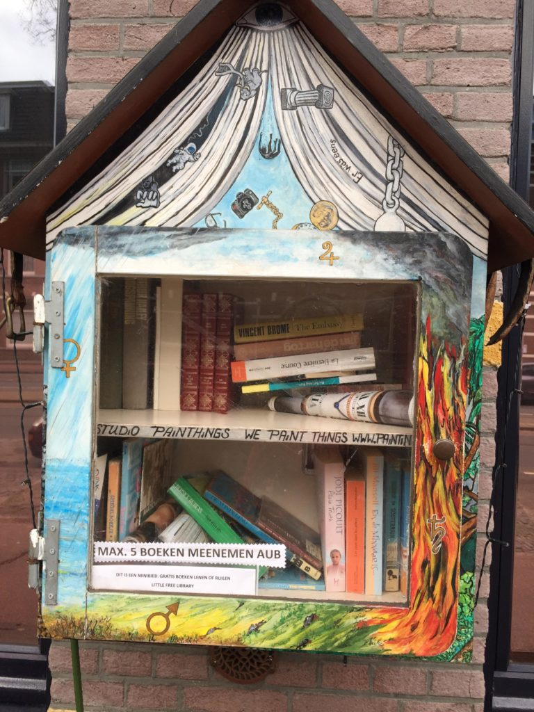 Photo-of-outdoor-bookshelf-in-the-Netherlands