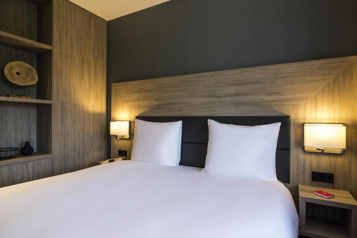 Amsterdam-hotel-bed
