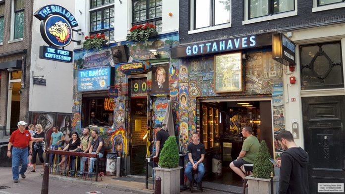 tourists banned from coffeeshops