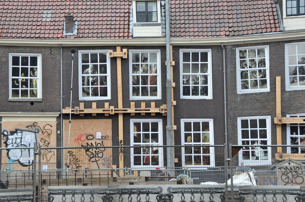 Sinking houses in Amsterdam make a big Dutch fail
