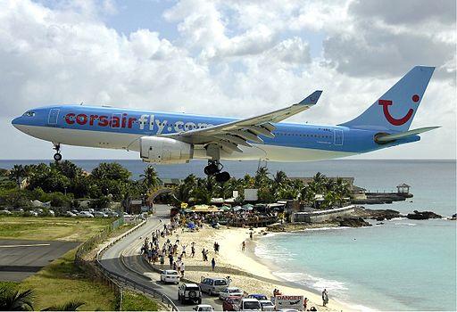 Maho Beach runway landing