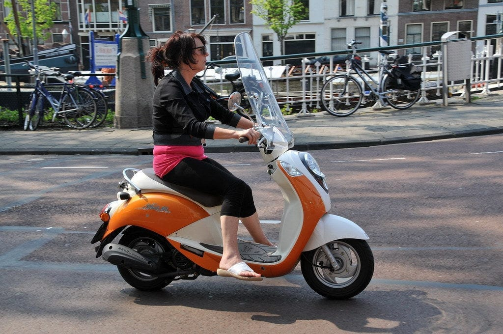 Scooters and mopeds will be going to the Regular Road – DutchReview