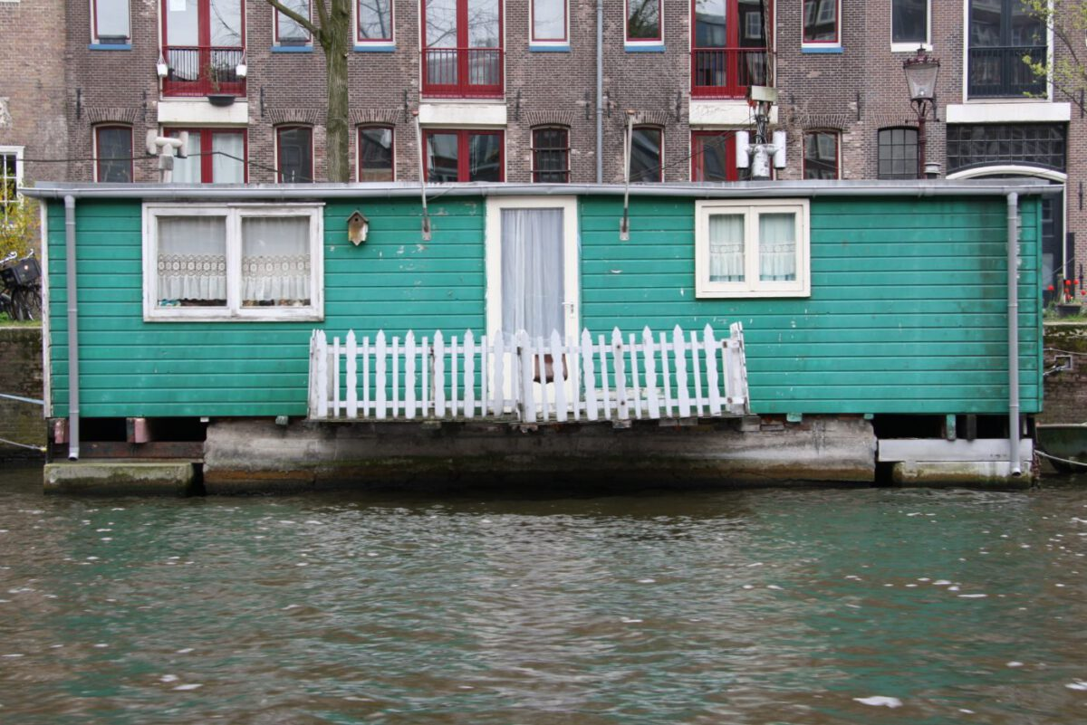 Questions People Ask Me About Living on a Houseboat