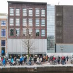 800px-Anne_Frank_house_Amsterdam_(27890991729)