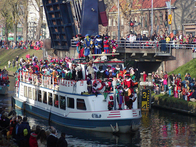 800px-Sint-intocht-boot