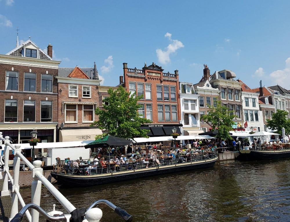 Aan-de-Rijn-resturant's-terrace-in-Leiden