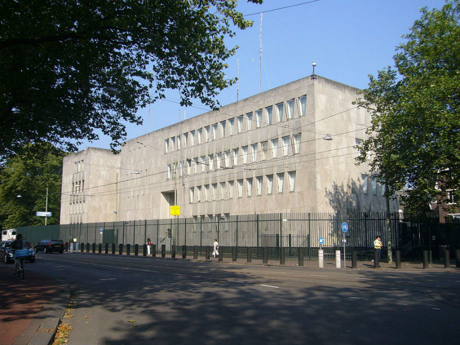 The American embassy in The Hague, such a friendly and transparant building.