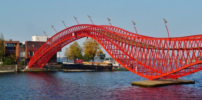 red-Python-bridge-in-Amsterdam