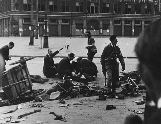 men-on-the-ground-in-the-wreckage-after-the-shooting-in-Dam-Square