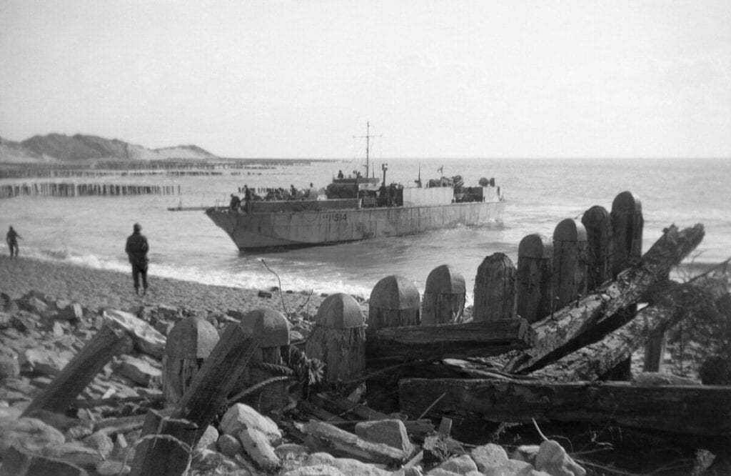 Photo-of-infantry-landing-on-Scheldt