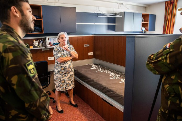 photo-dutch-minister-of-defense-ank-bijleveld-talking-to-military-personnel