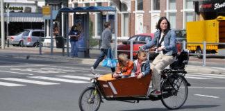 Dutch-woman-riding-children-in-a-bukfiets
