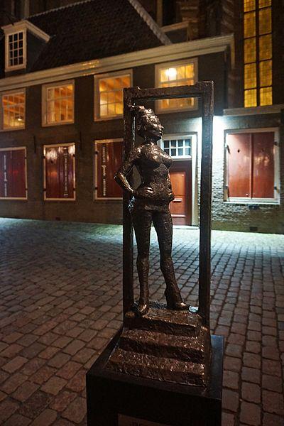 Belle statue in amsterdam