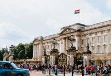 Bucking-Palace-flying-the-Dutch-flag