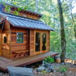 Cabin-Like_Tiny_Home_in_the_Woods