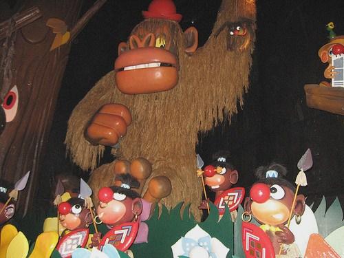The 5 'bosjesmannen' are deemed offensive at Carnaval Festival