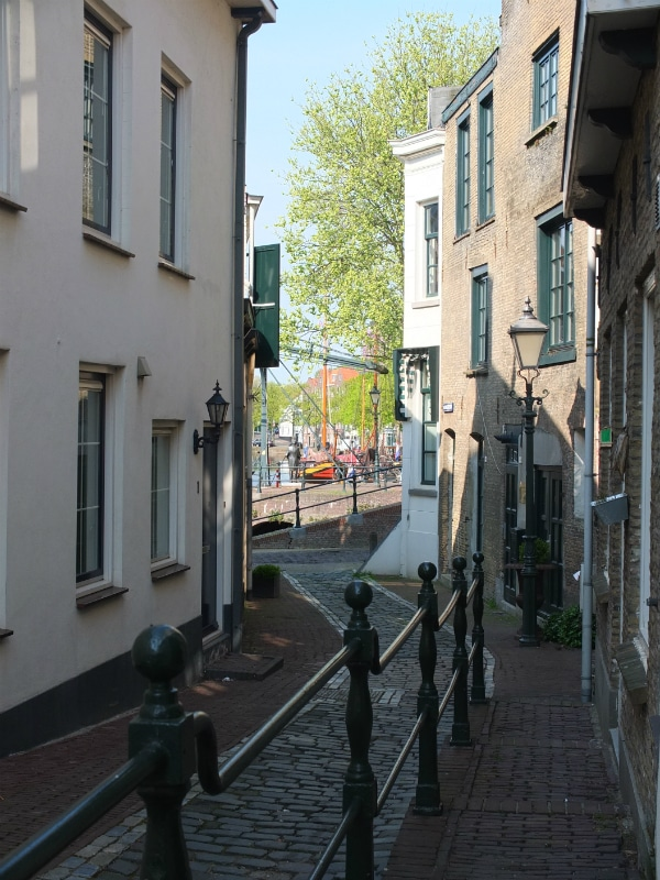 From the central shop street you can get any vertical smaller ones, that will lead you to the canals.