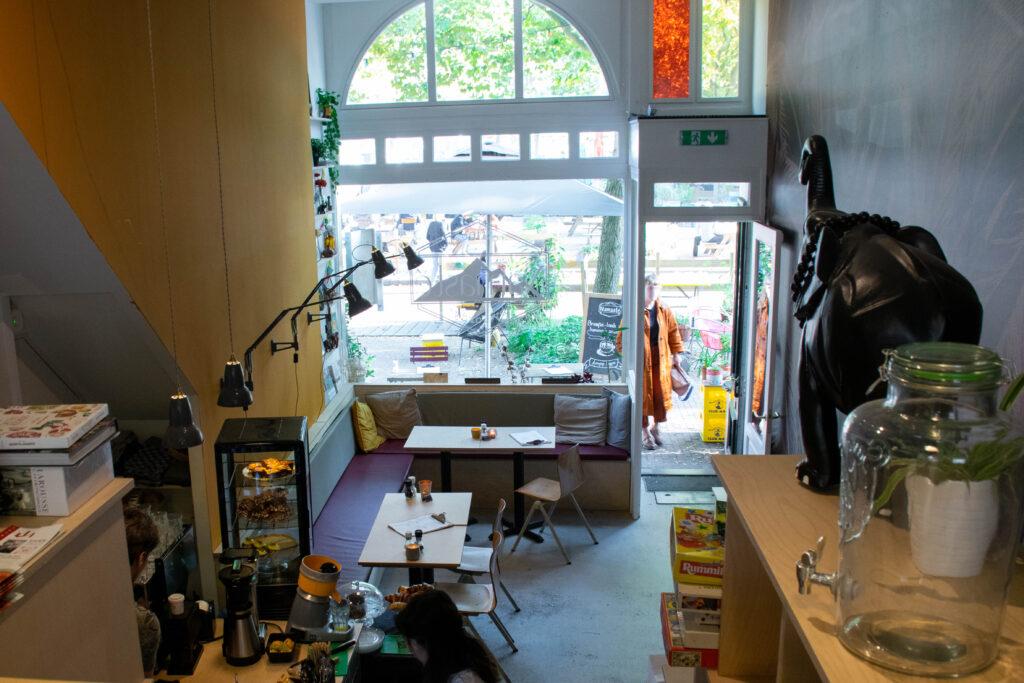 photo-of-the interior-of-koffiebar-namaste-in-rotterdam