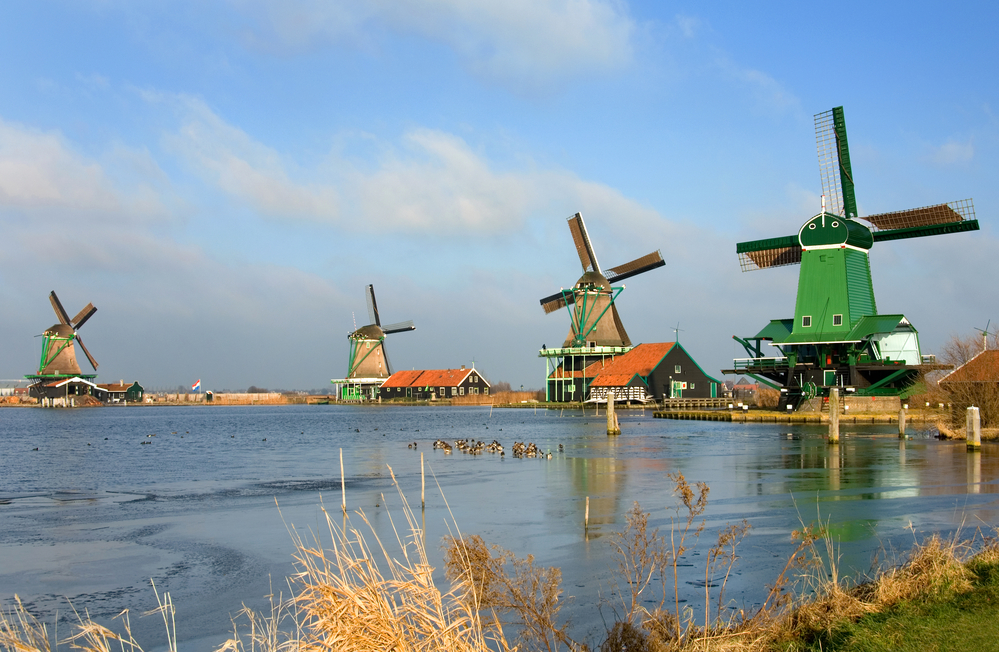 The-ultimate-guide-to-Zaanse-Schans-look-at-the-11-historic-preserved-windmills