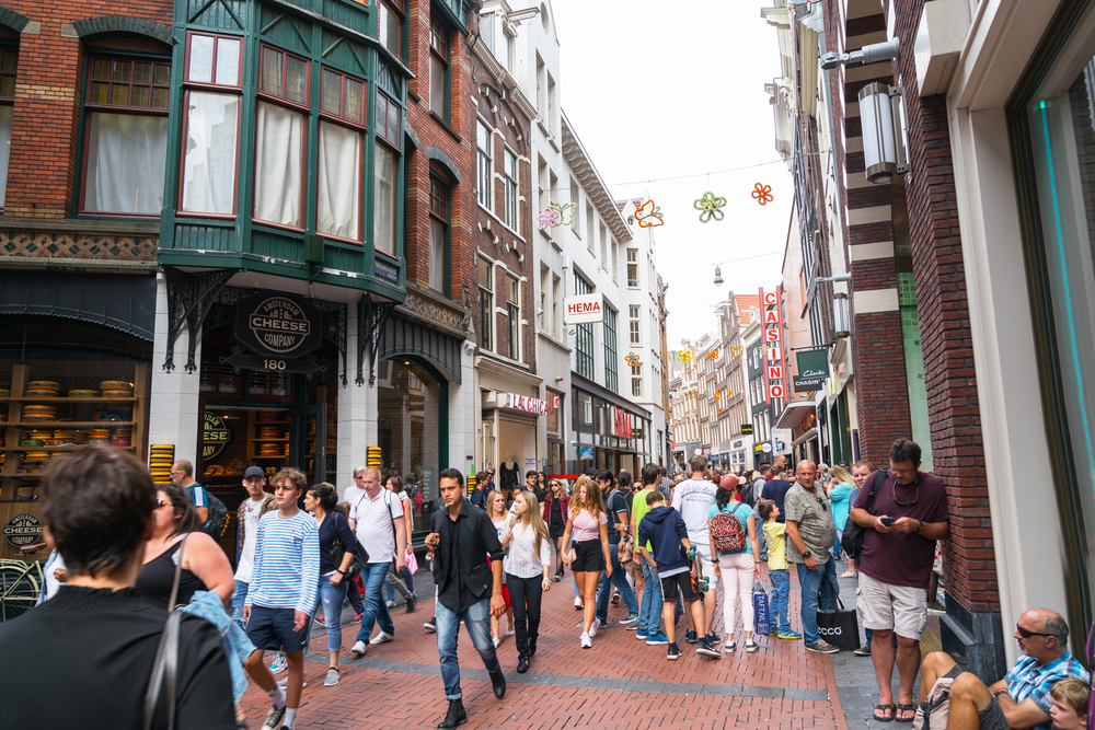 photo-of-a-crowded-street-in-amsterdam