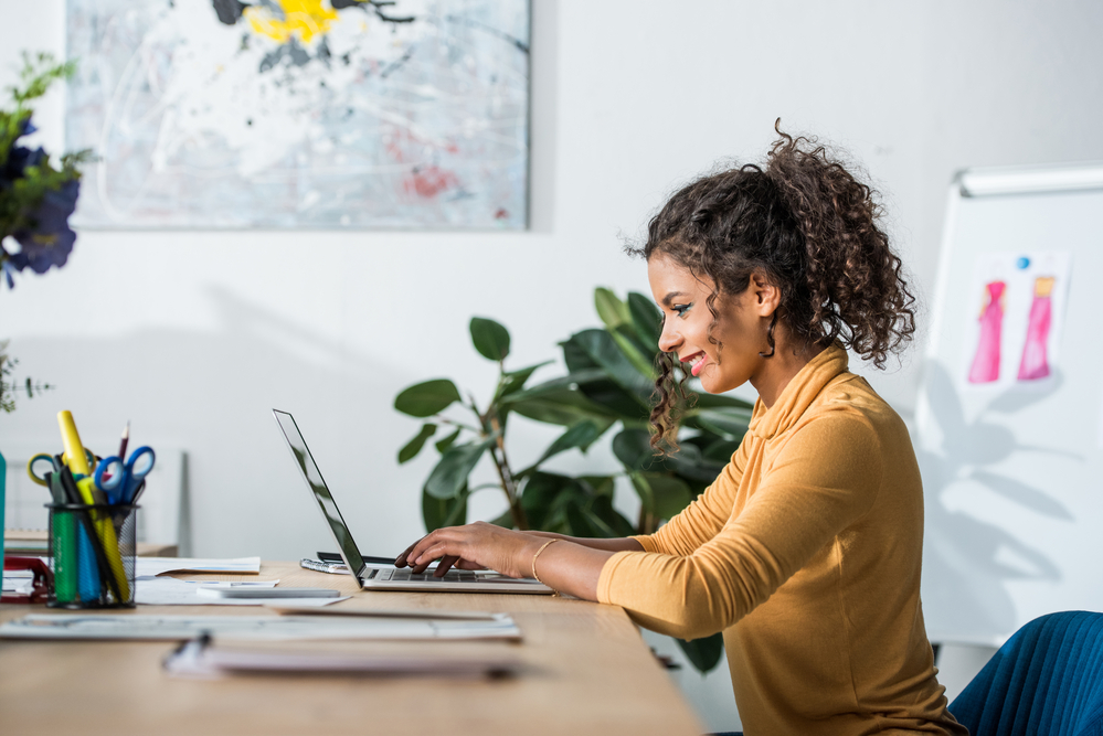 photo-of-a-woman-attending-the-qs-virtual-connect-mba-event