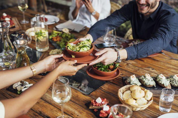 Dutch-man-grabbing-a-vegan-salad-in-a-restaruant-in-Amsterdam