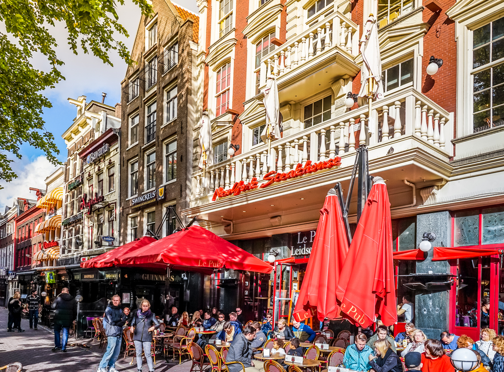 photo-bustling-terrace-in-the-netherlands