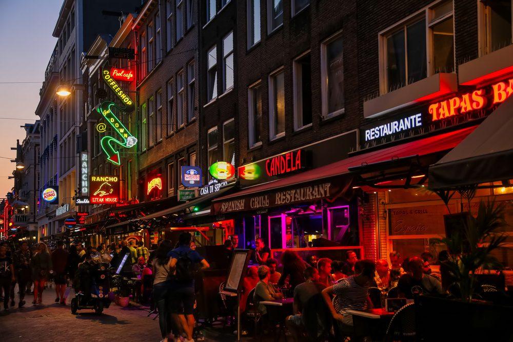 Amsterdam-bars-at-night
