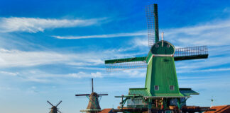 The-ultimate-guide-to-Zaanse-Schans-where-you-will-find-11-well-preserved-historic-windmills-and-loads-of-other-things-to-see
