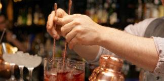 A-Dutch-bar-tender-mixing-drinks