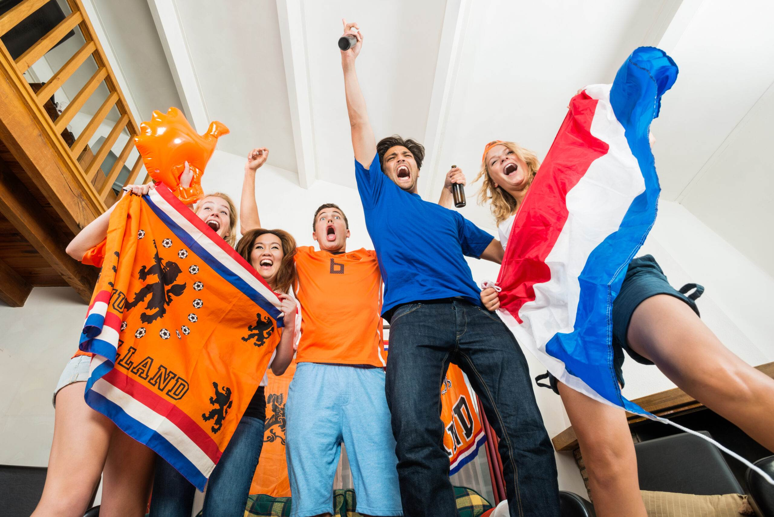 photo-dutch-football-fans-watching-the-european-championship-at-home