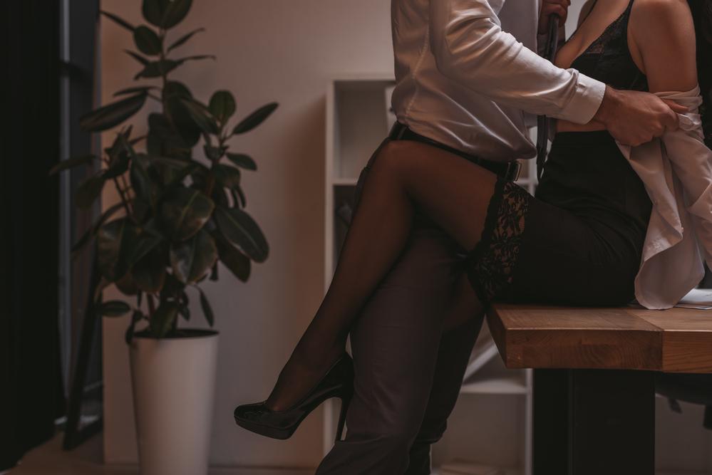 employee-having-sex-on-a-desk-in-ProRail-head-office