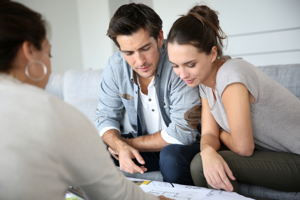 Photo-of-couple-discussing-how-much-to-bid-on-a-house-while-buying-a-house-in-the-Netherlands