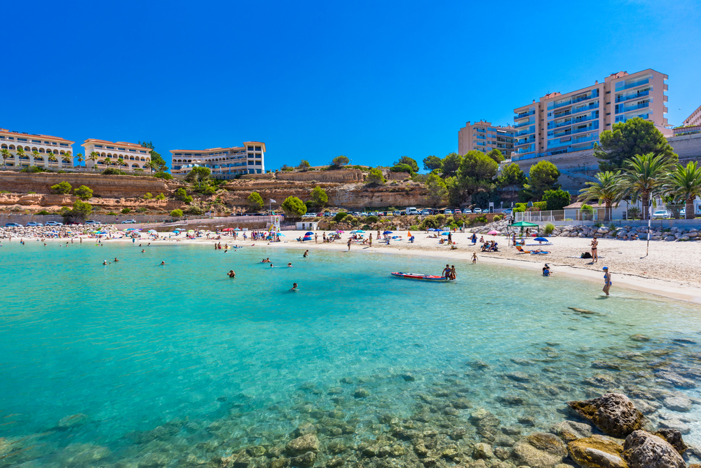 photo-of-a-beach-in-mallorca-full-of-tourists