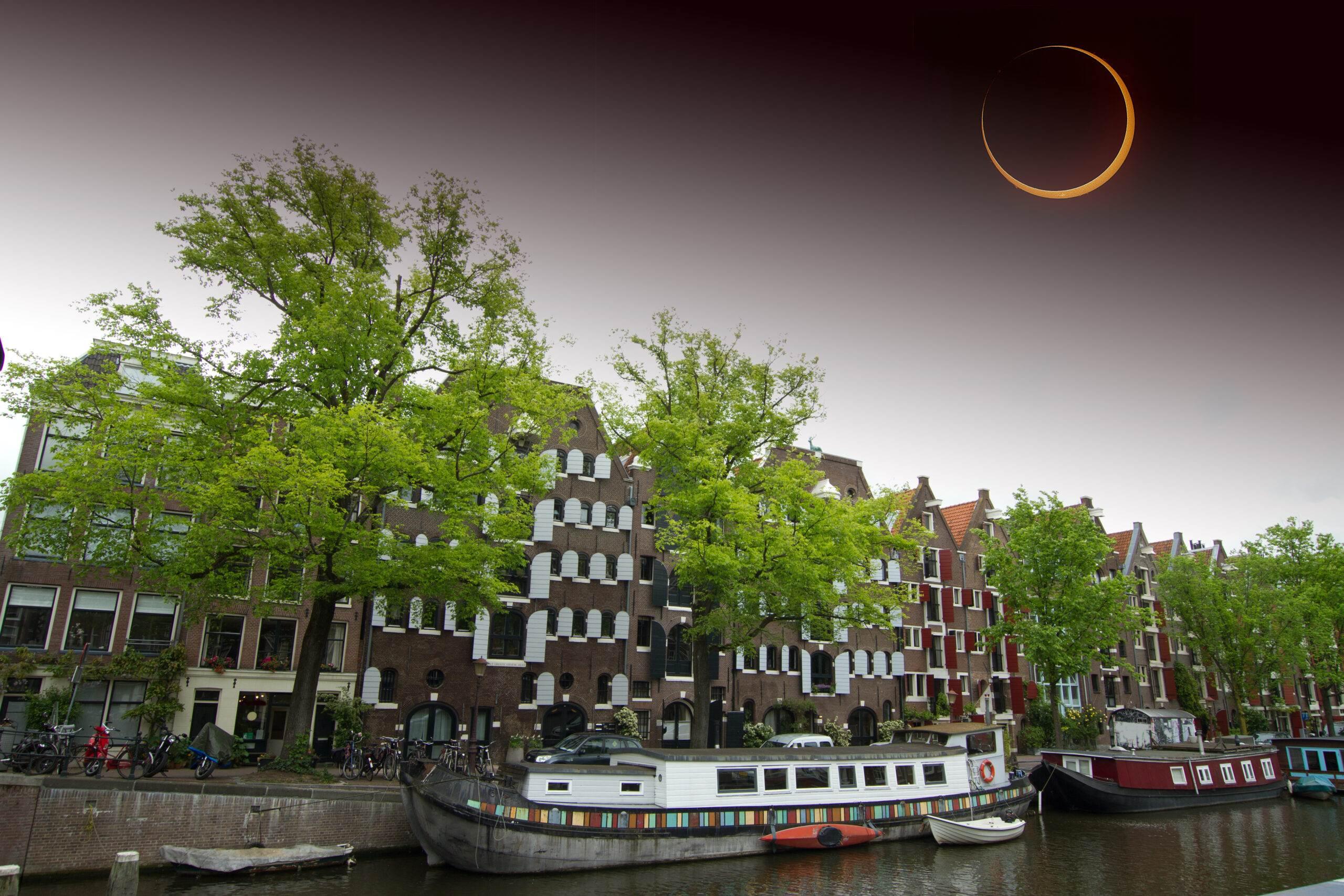 photo-solar-eclipse-over-amsterdam