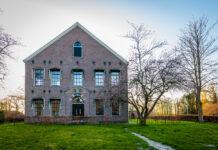 Old-Dutch-municipality-town-hall