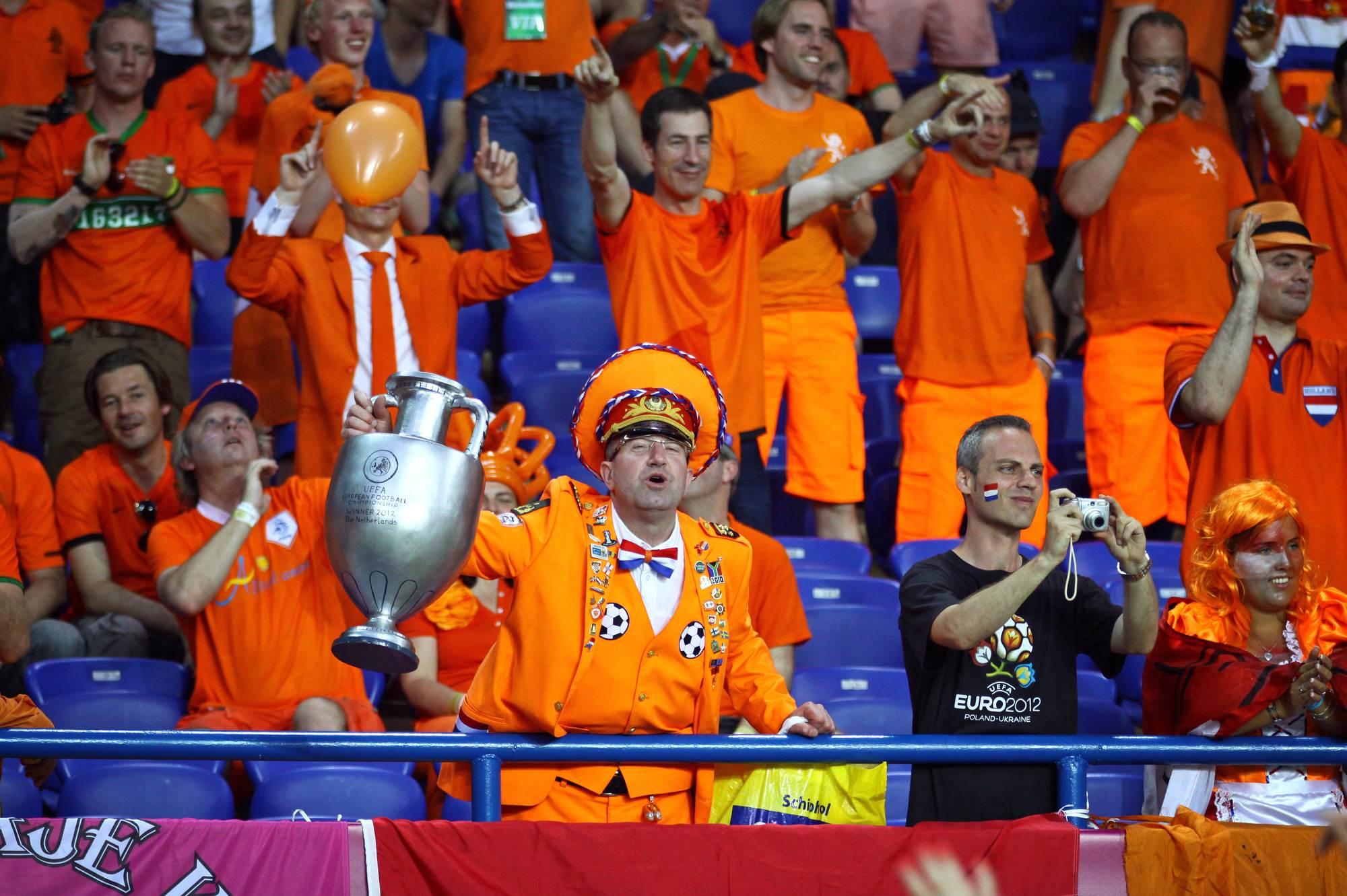 Denzel-Dumfries-playing-at-the-Dutch-Euros-match