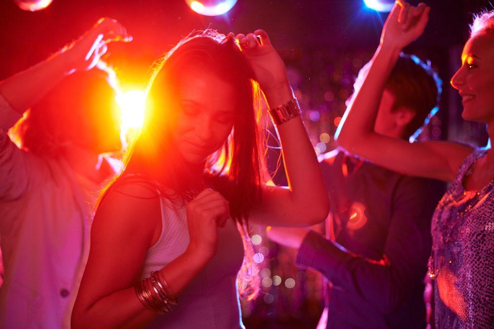 dutch-young-people-dancing-after-Janssen-vaccine