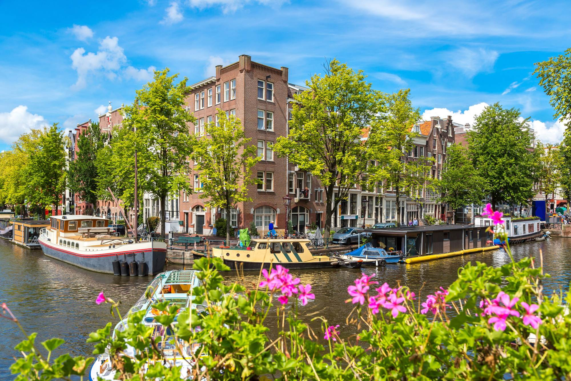 A-canal-in-Amsterdam-in-36-degree-summer-weather