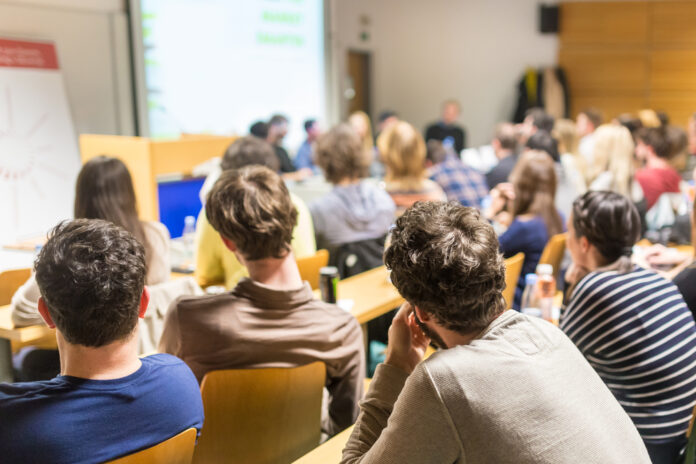 photo-students-sitting-in-lecture-hall-in-the-netherlands