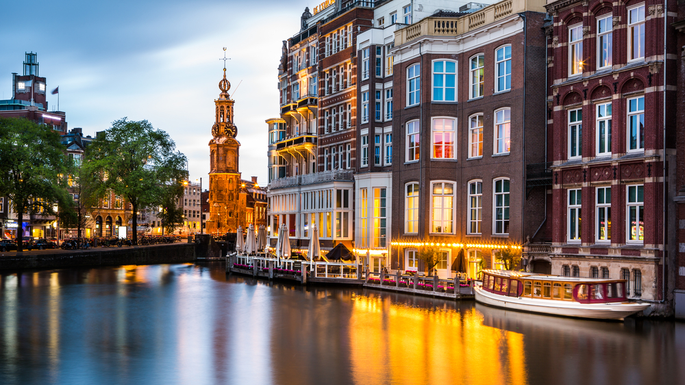 Day-trips-from-Rotterdam-visit-Amsterdam