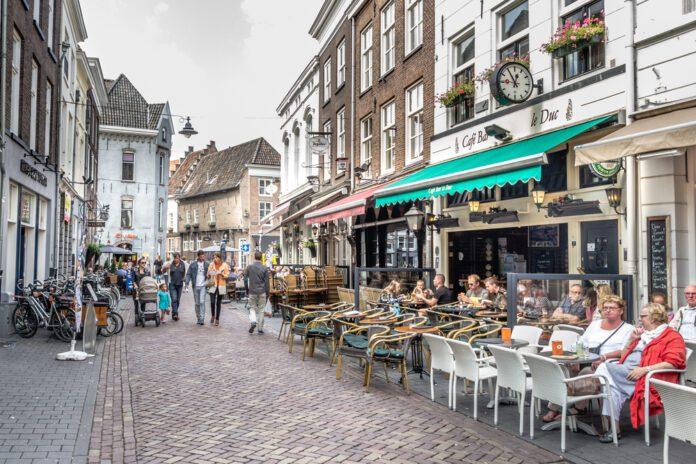 People-sitting-outside-cafe-in-den-Bosch-coronavirus-pass